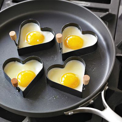 Heart shaped fried eggs - Geek living at PMSLweb.com