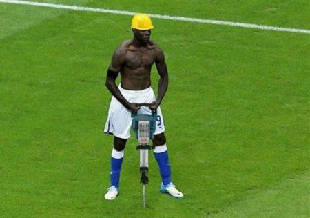 Funny  football/soccer meme – Balotelli road work