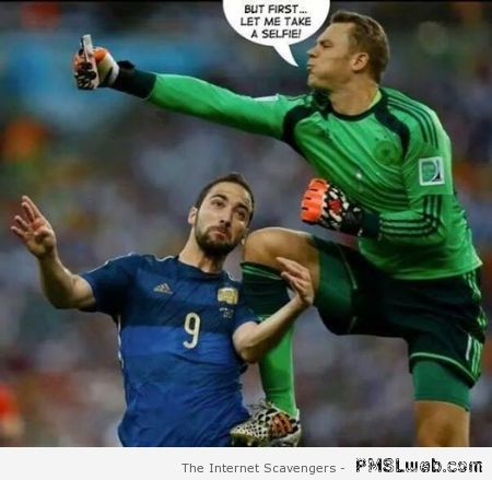 Manuel Neuer selfie – FIFA world cup best of at PMSLweb.com
